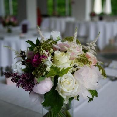 pivoine, rose, lisianthus, lilas, viburn