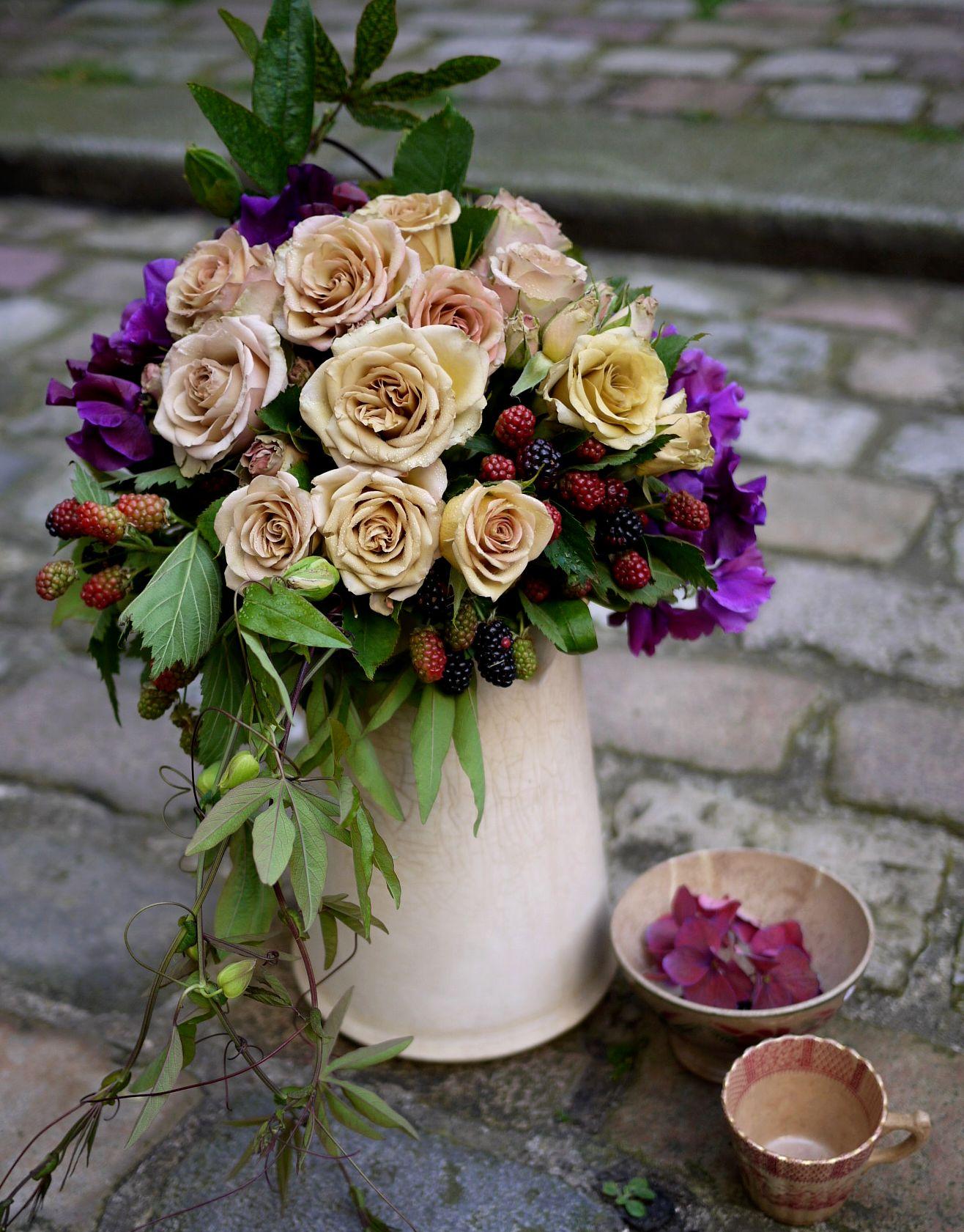 rose, pois de senteur, hortensia, mure,