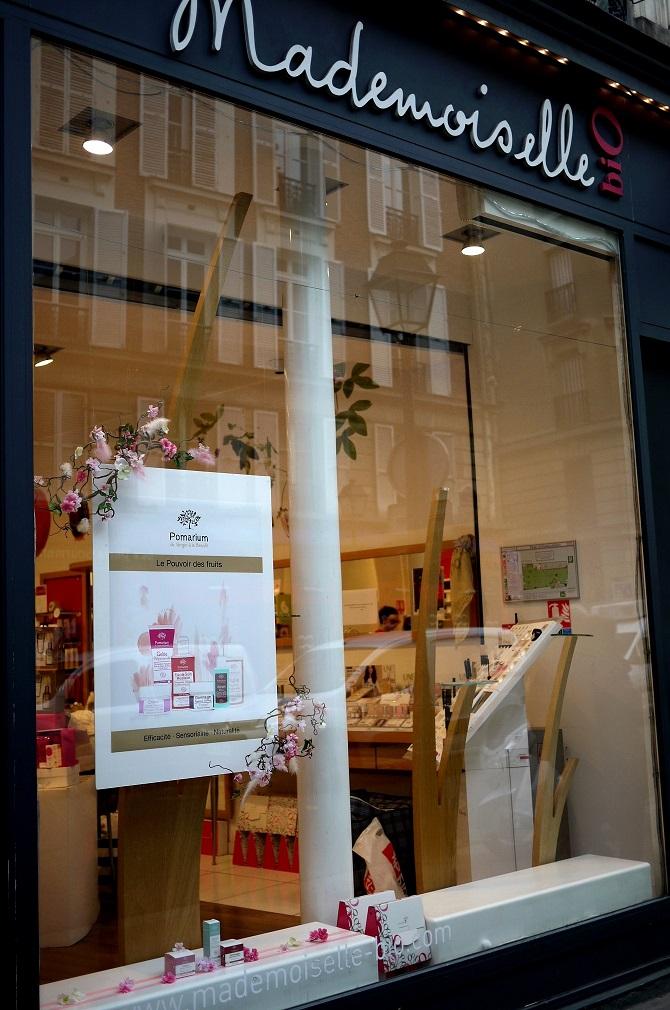"""Decoration de vitrine pour """"Pomarium"""" chez Mademoiselle bio."""