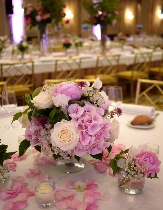 pivoine, rose, hortensia, viburnum, pois de senteur, astrantia, carotte,