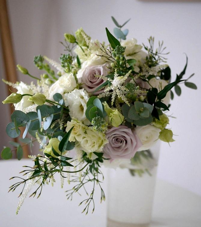 renoncule, rose, lisianthus, astilbe, jasmin,