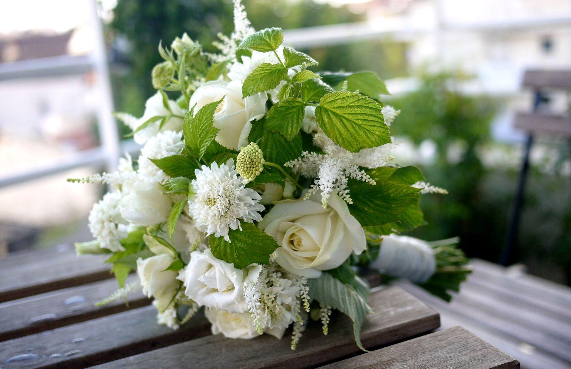 rose, lisianthus, scabieuse, framboisier, jasmin, astilbe,