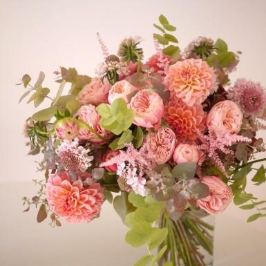 rose, dahlia, scabieuse, astrantia,